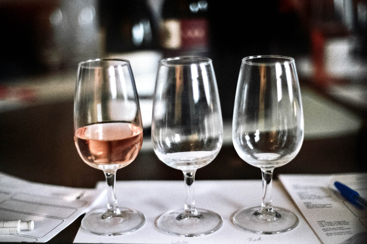 We had one glass which we had to use for Rosé, one for White, and one for Red wine, so that the respective flavours of the wines would not interfere with each other. To the same end, we ate bread between bottles.